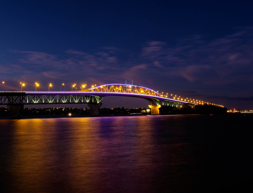 2 Degrees Lights Up the Bridge